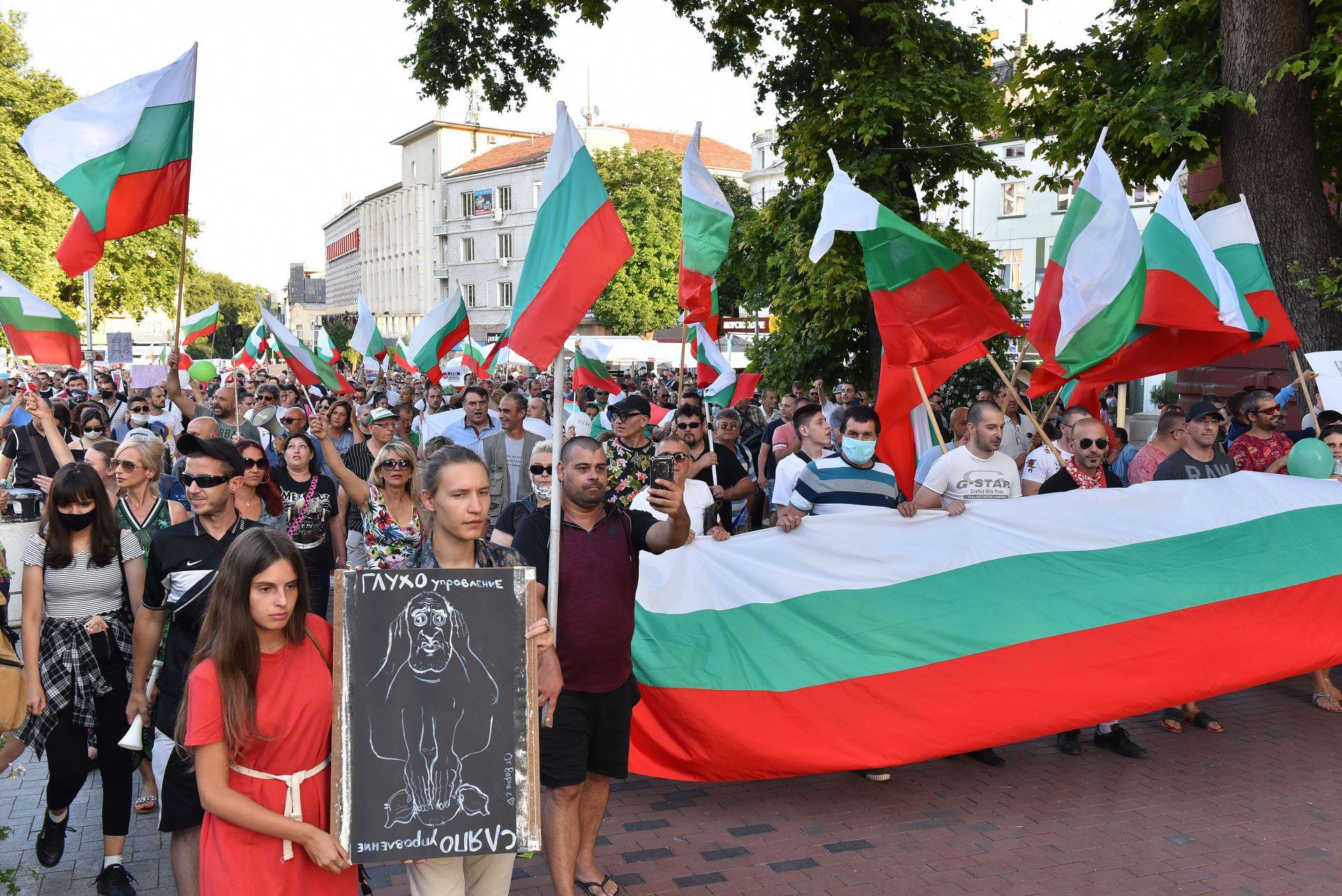 По улиците на морската столица Варна също мина шествие с искане за оставка на правителството