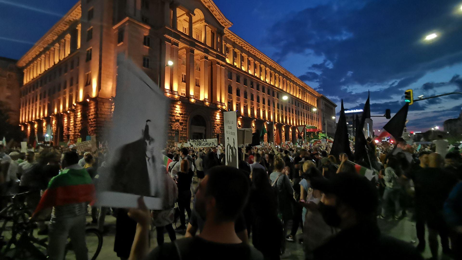 Осми ден на протести - в страната и чужбина (снимки)