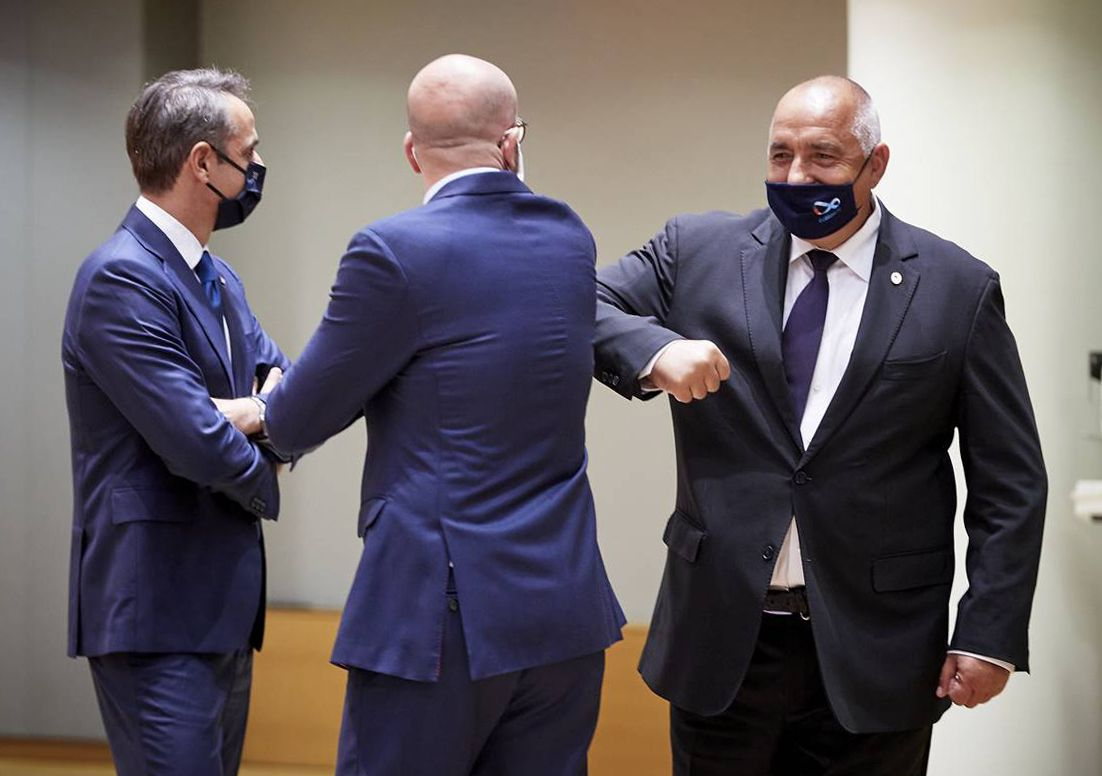 Бойко Борисов разговаря с председателя на Европейския съвет Шарл Мишел (средата)