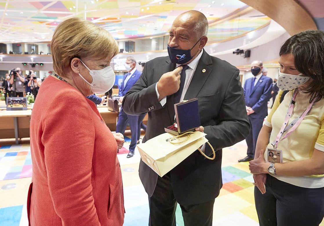 Ангела Меркел получи специален подарък от българския премиер