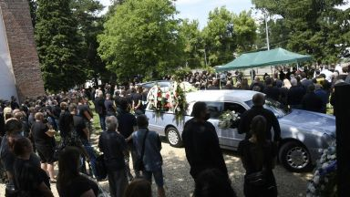 Стотици се сбогуваха с бореца Николай Щерев (галерия)