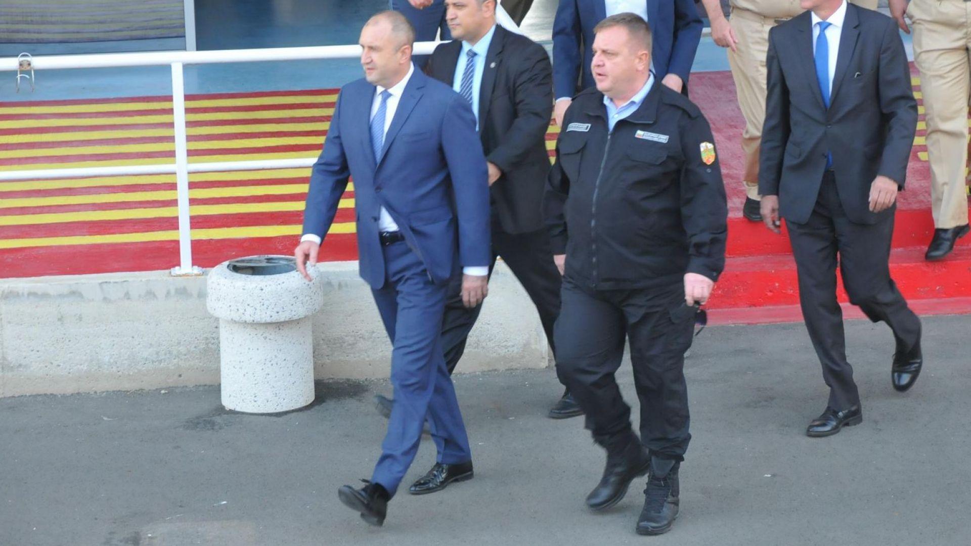"""Каракачанов говорил с президента за армията, готов е да е """"синя каска"""", ако има диалог"""