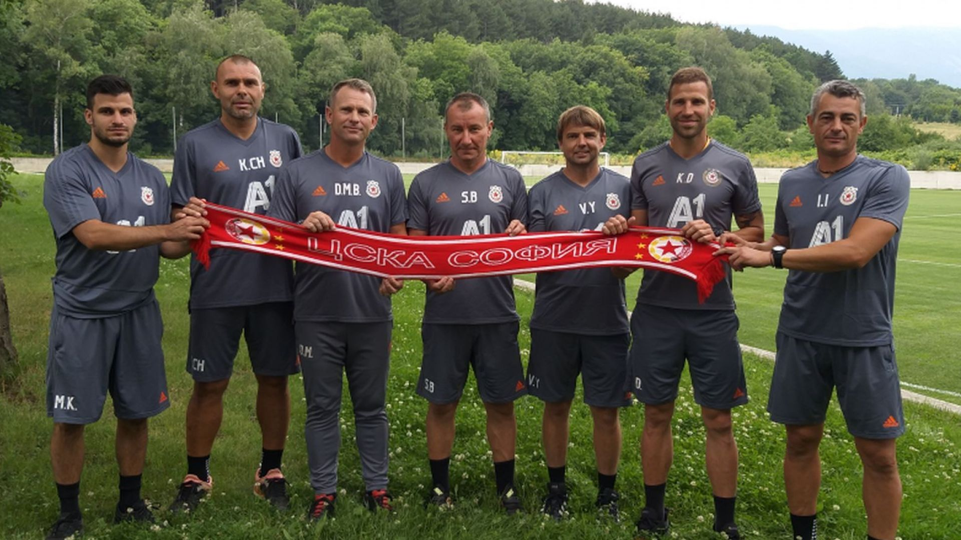 Треньорът на ЦСКА обяви щаба си, двама любимци на феновете се завръщат