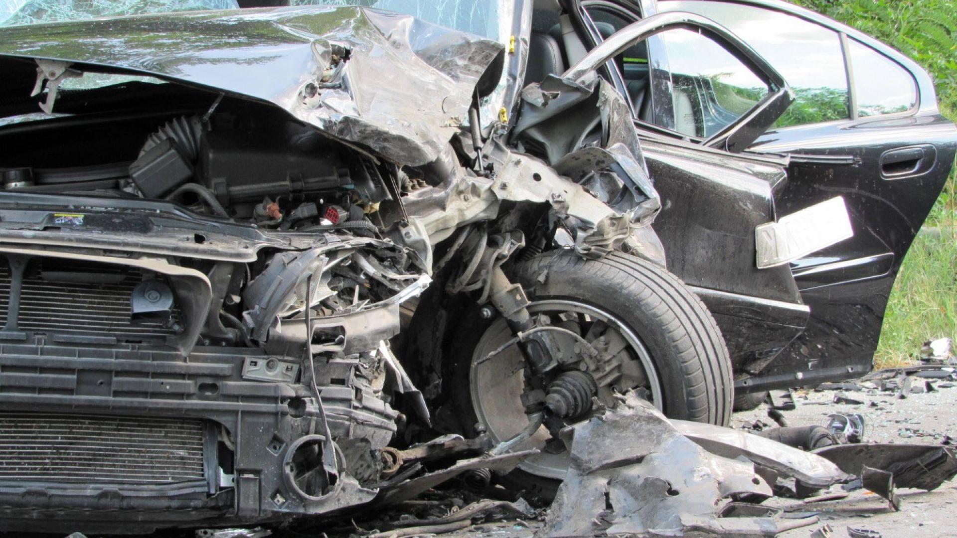 Трима загинаха на място при две катастрофи, станали за 8 минути