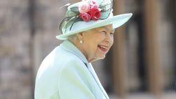Кралица Елизабет Втора пуска джин на базата на билки от двореца Сандрингам