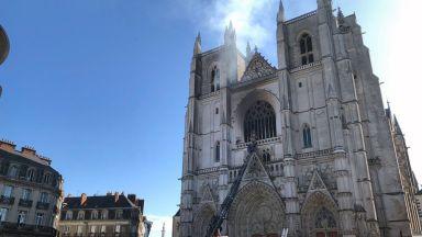 Заподозреният за пожара в катедралата в Нант руандиец беше задържан за втори път
