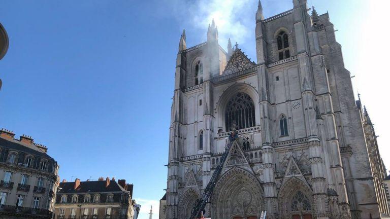 Горя катедралата в Нант: умишлен ли е палежът