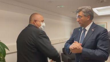 Поздрав с лакът между Борисов и хърватския премиер за приемането в ERM-2 (видео)