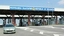 Здравният министър въвежда нови ограничения и карантина при влизане в България