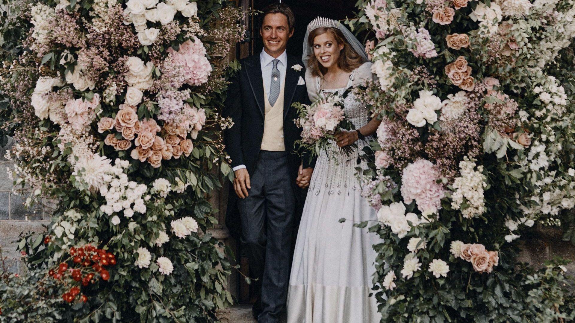 Принцеса Беатрис се венча в рокля на кралица Елизабет II (снимки)