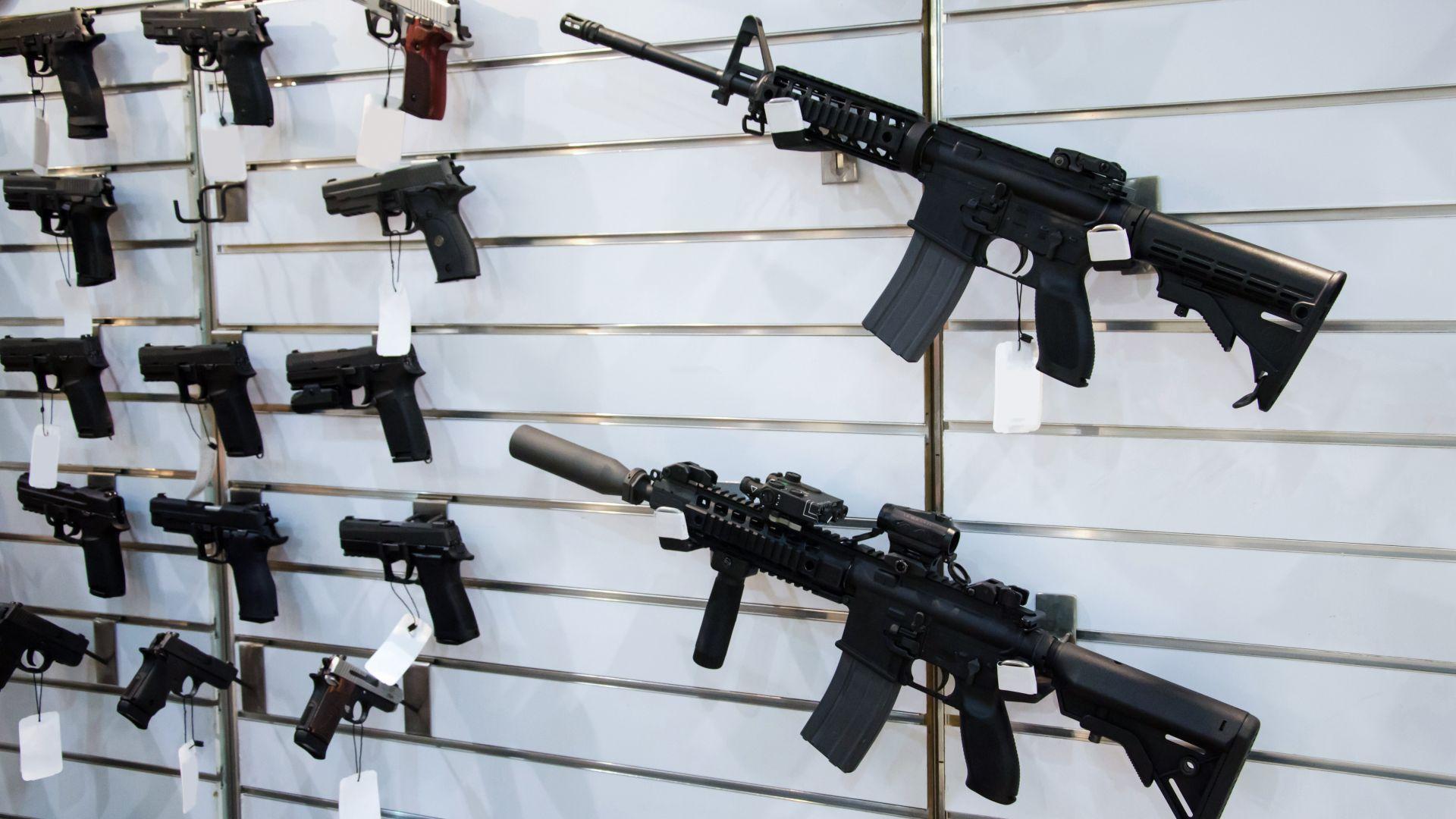 Насилието с огнестрелни оръжия - другата епидемия, която върлува в САЩ
