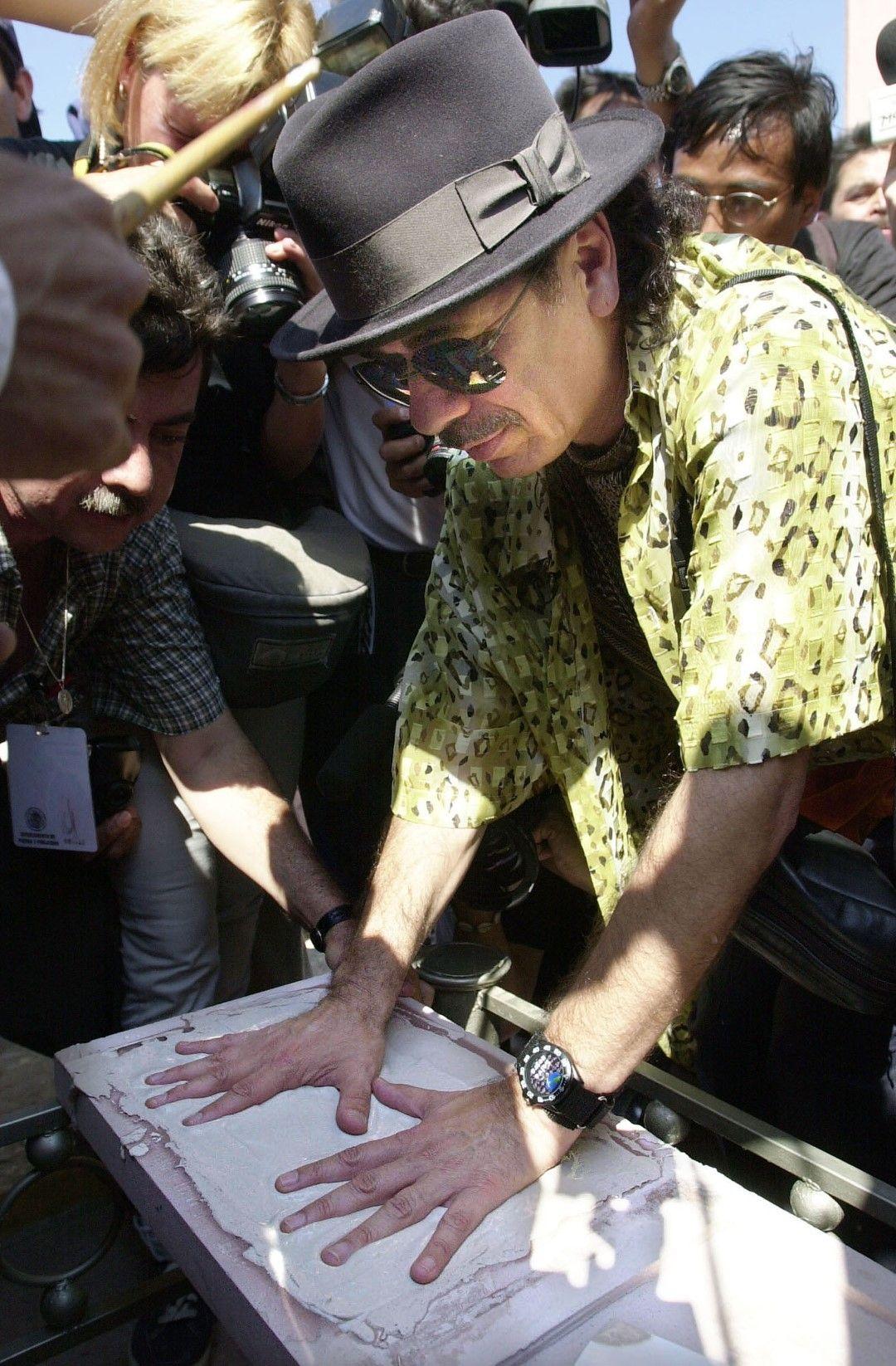 Отливка на ръцете на Карлос Сантана в Аутлан де Наваро, Мексико, 2003 г.