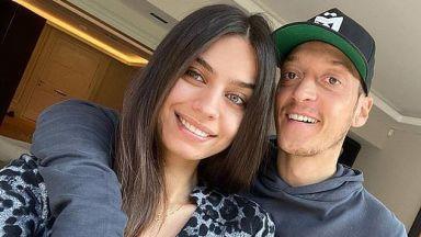 Съпругата на Йозил го кара да подпише в Турция, но той отказва