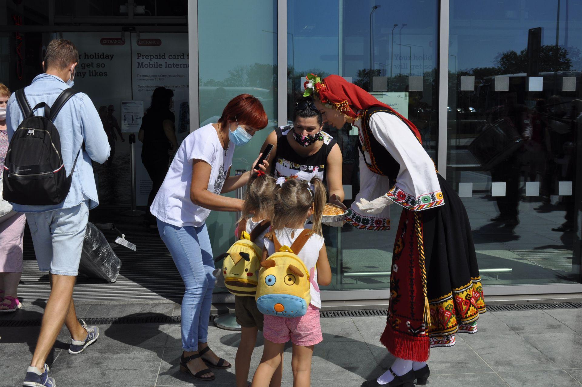 Сто и осемдесет туристи пристигнаха на Летище-Бургас с първия чартърен полет от Украйна