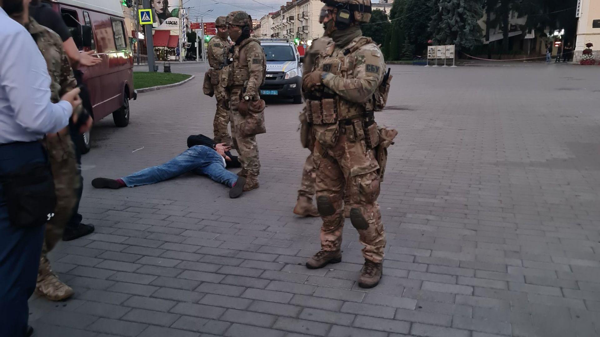 Зеленски изпълни искане на терориста, но полицията го задържа и освободи заложниците (снимки, видео)