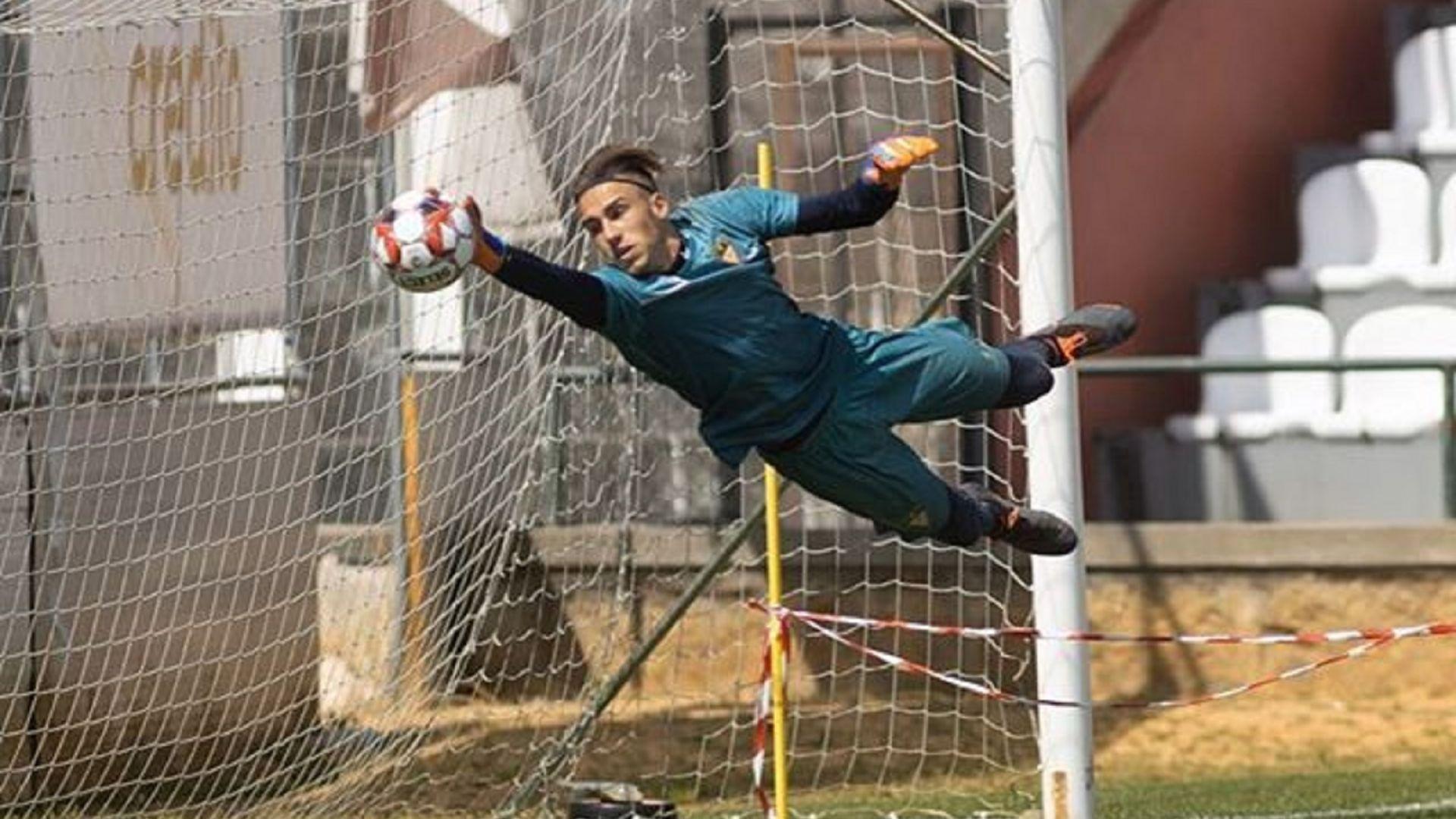 Млад български вратар дебютира в мъжкия футбол срещу гранда Бенфика