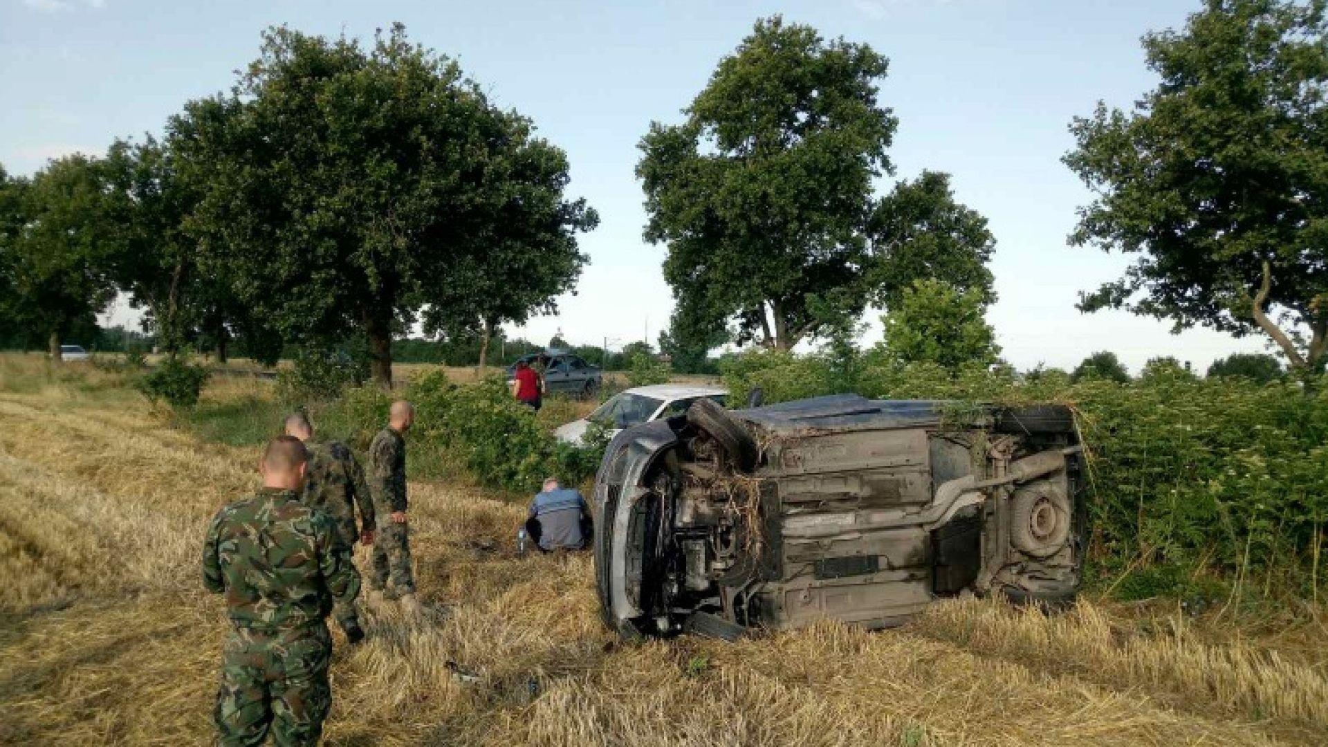 Челен удар с лупинг при изпреварване на военна кола (нимки)