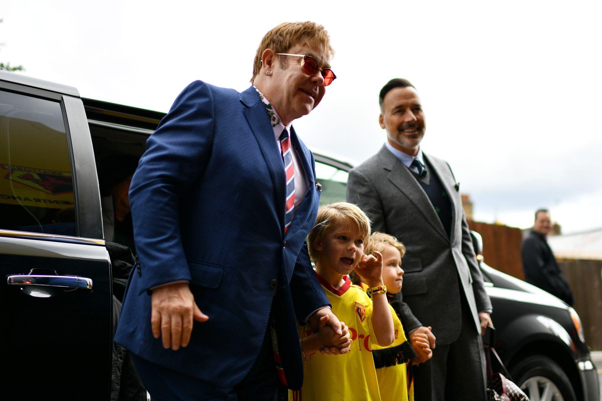 Елтън Джон редовно е на стадиона с децата си