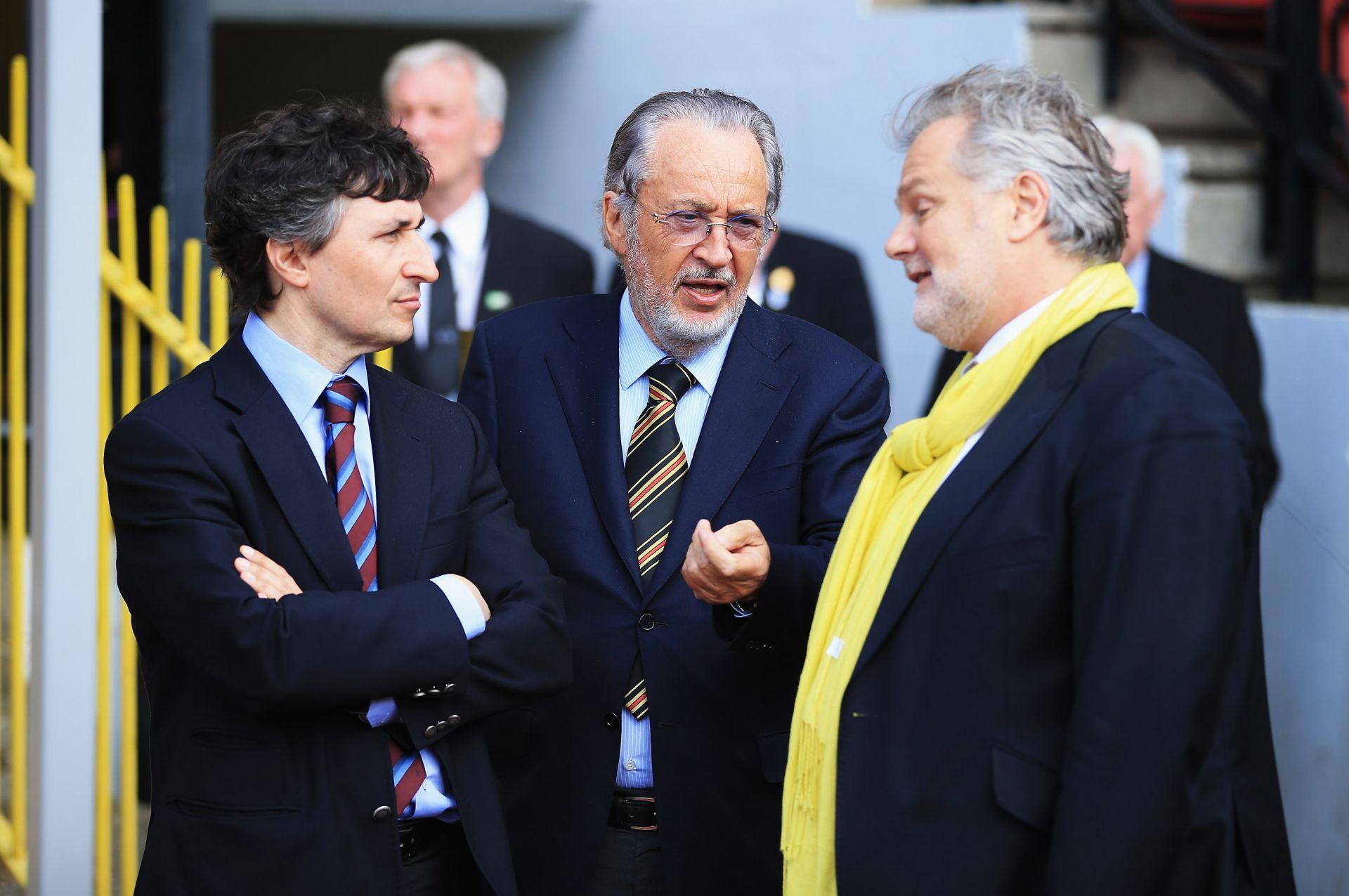 Джино Поцо (вляво) пое цялата власт в клуба от баща си Джанпаоло (в средата) след сделката преди близо 8 години