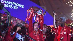 Ливърпул вдигна мечтаната титла с голово шоу и карнавал по улиците (Снимки и видео)