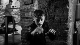Палермо, боксът и пътят към себе си във фотографиите на Фелия Барух