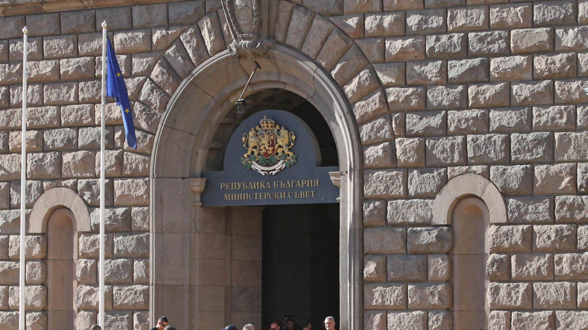 Тристранката ще обсъди компенсациите за затворени бизнеси на извънредно заседание