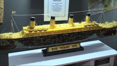 """Реплика на """"Титаник"""" е най-голямата скулптура от кехлибар в света"""
