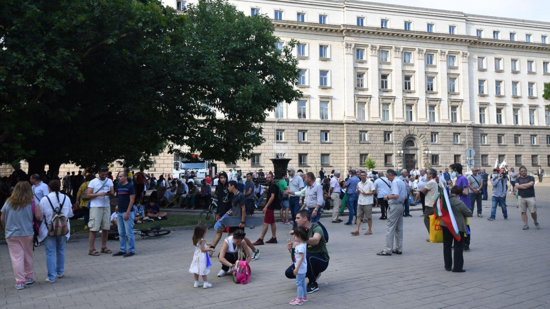 Велислав Минеков заплаши с блокада цяла София заради спрян камион с озвучаване за протеста