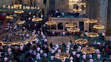 """Остри реакции в Гърция и Кипър заради превръщането на """"Света София"""" в джамия"""