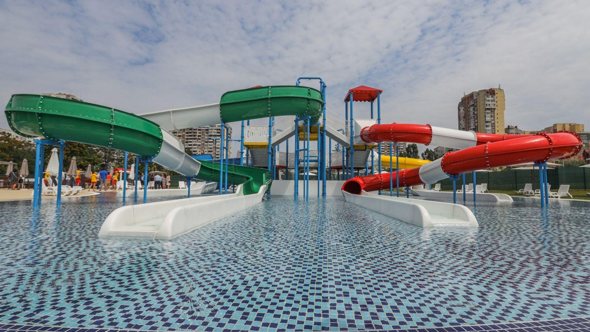Първият аквапарк в София отваря врати (снимки)