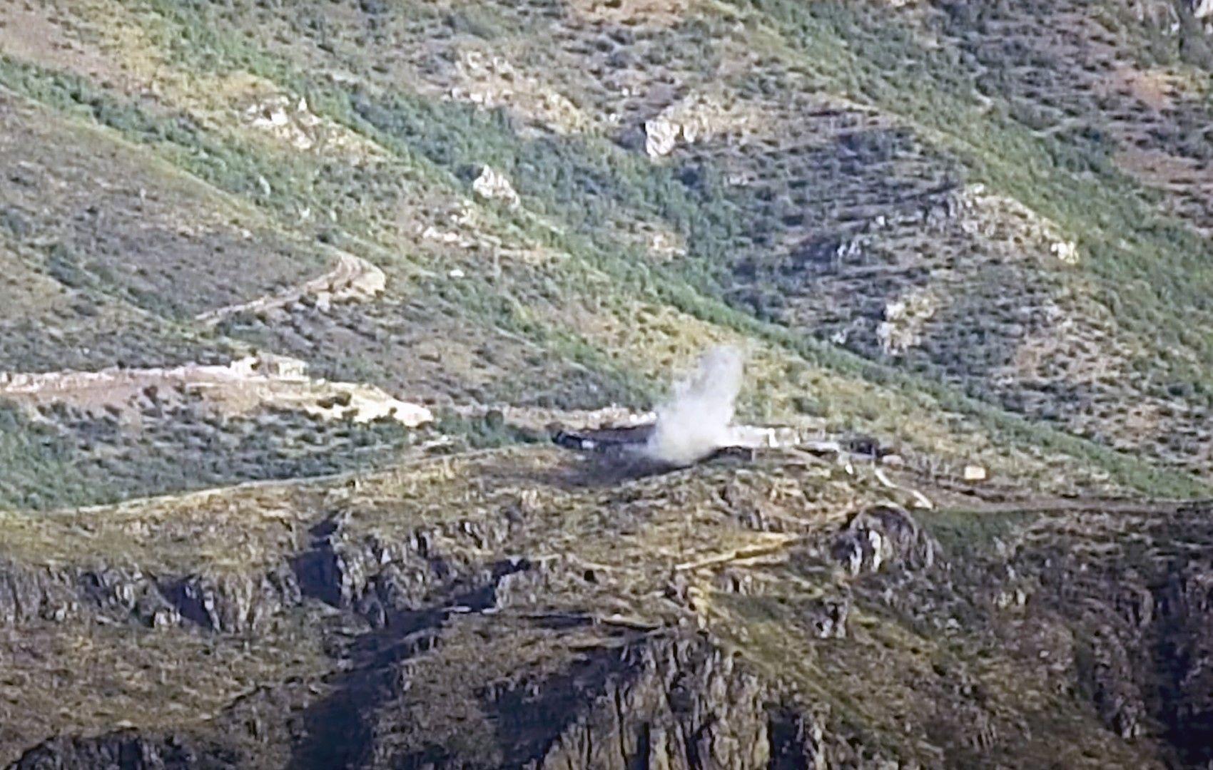 Дим от експлозиите при обстрел от арменските сили в района на Товус, Азербайджан. Снимката е разпространена от Министерството на отбраната на Армения