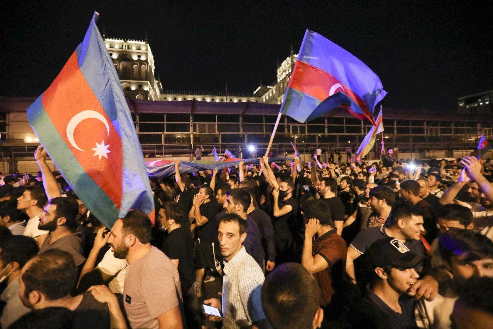 Протест в подкрепа на армията в Баку на 14 юли след пограничните сблъсъци с арменската армия