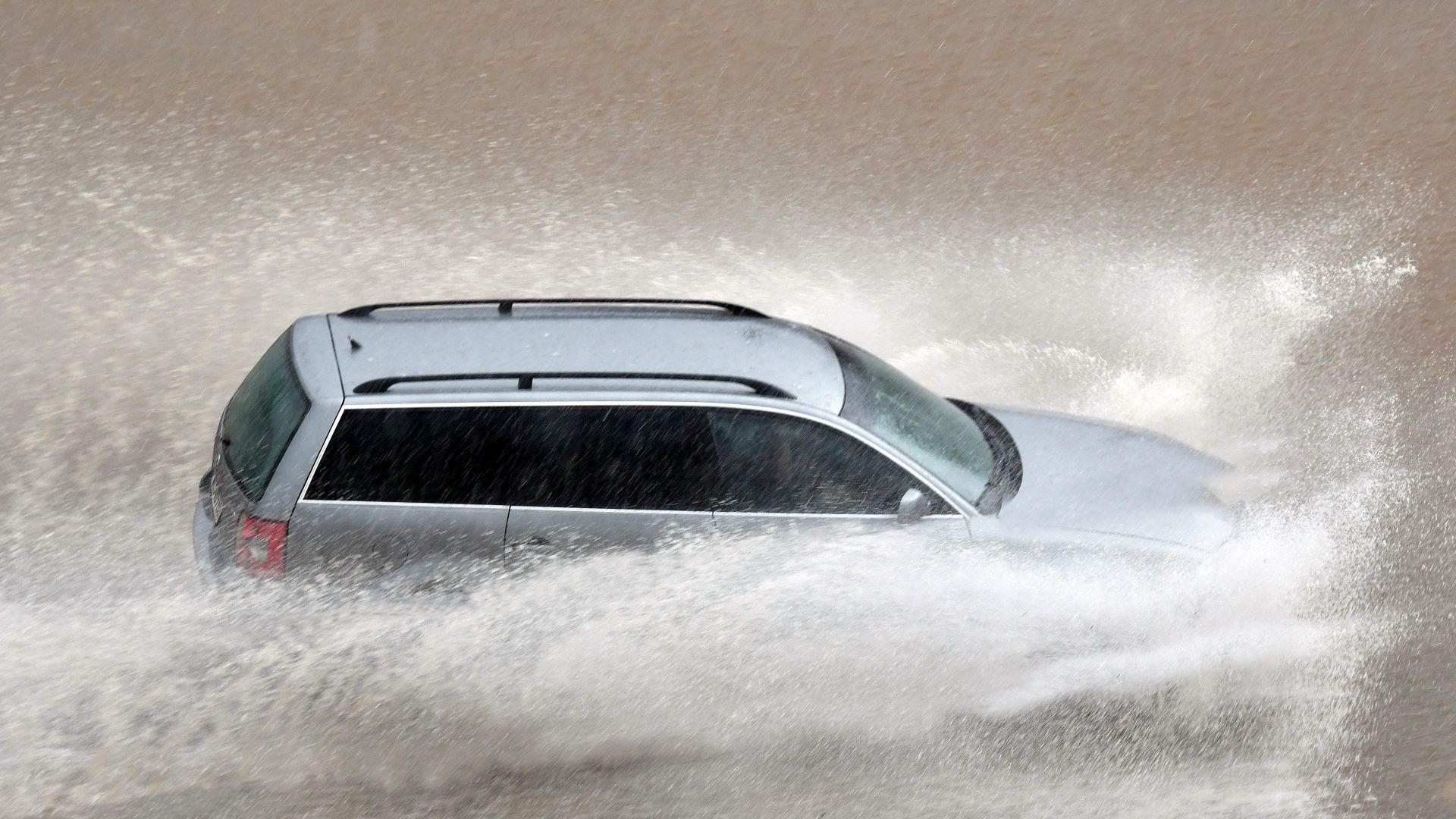 Порой наводни Благоевград, кестен падна в Кюстендил, градушка в Перник и буря в София