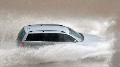 Порой наводни Благоевград, кестен падна в Кюстендил, градушка в Перник и буря и в София