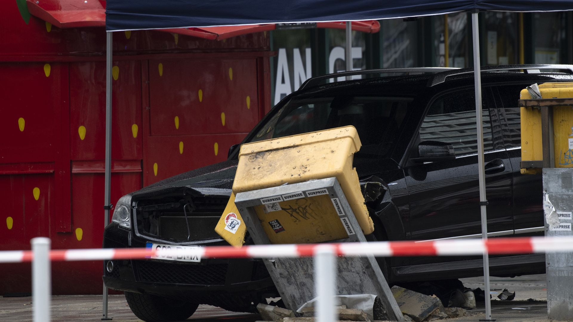 Автомобил връхлетя група пешеходци в Берлин, седем души са ранени