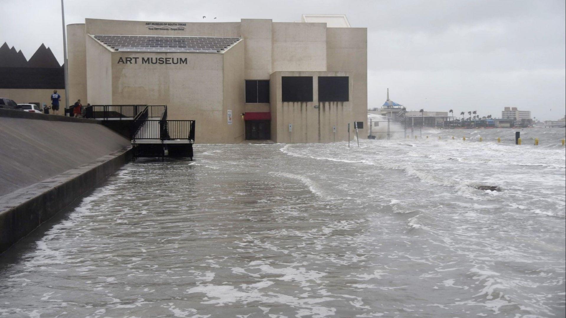Хана, първият ураган за годината, отслабна до тропическа буря