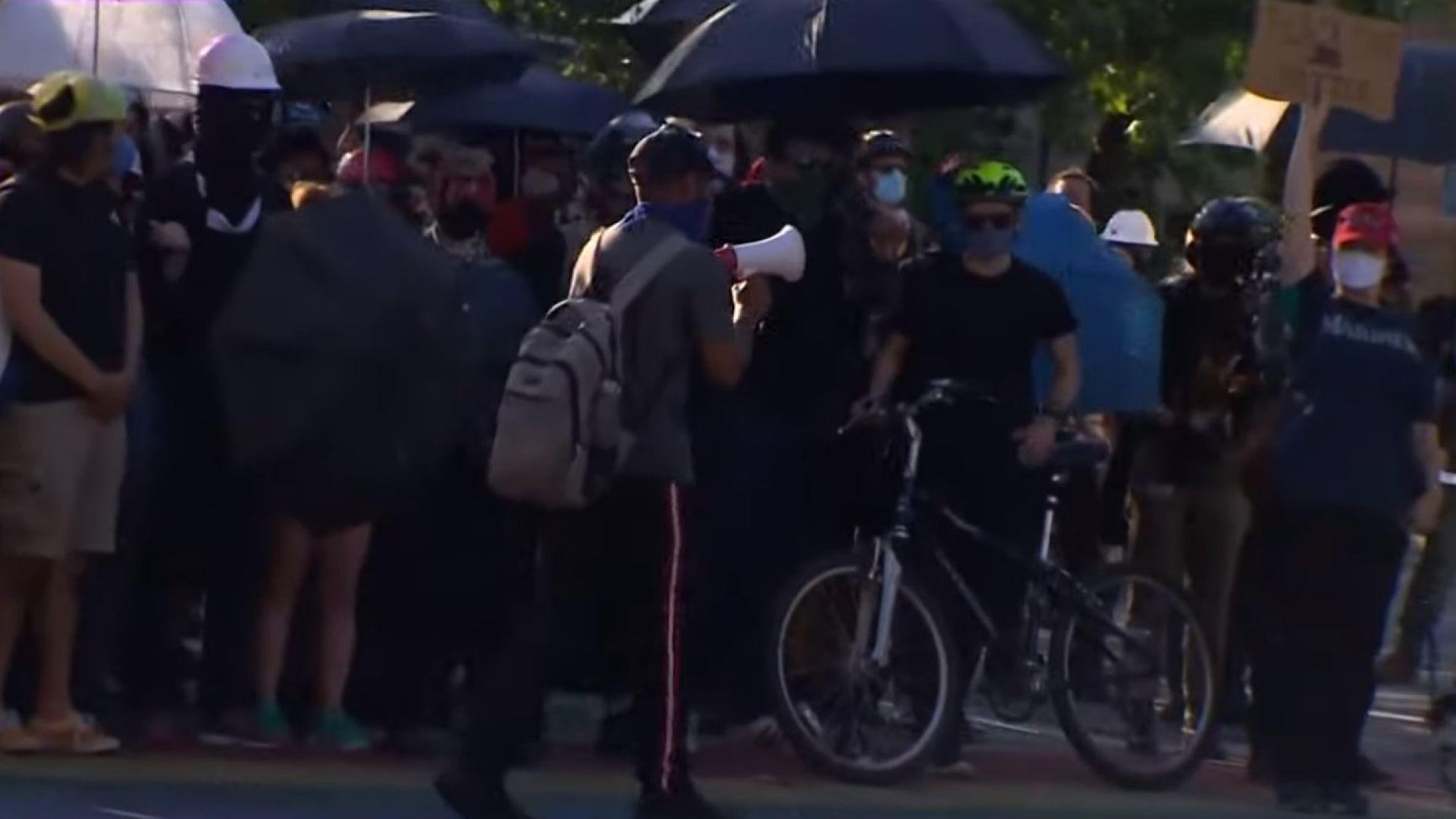 Нови протести заляха САЩ, над 60 ранени полицаи в Сиатъл (видео)