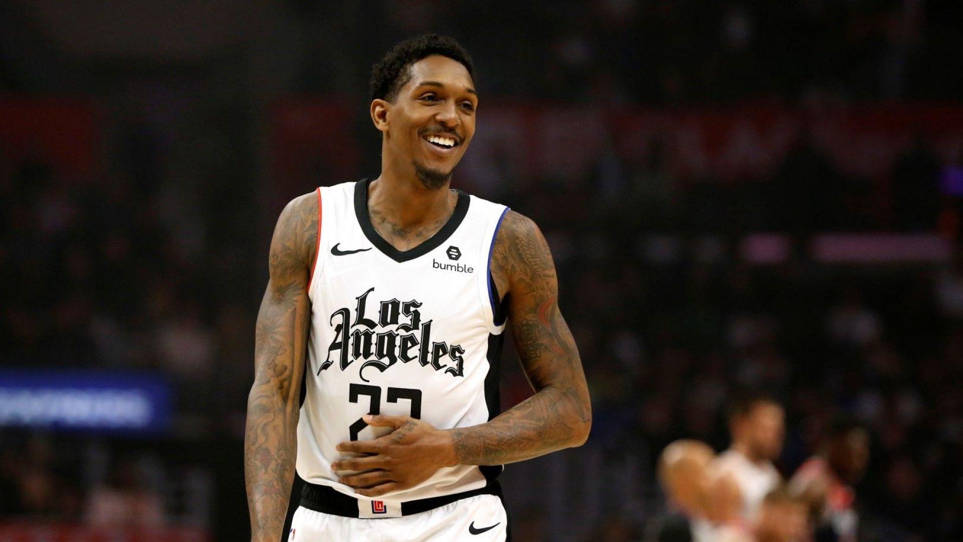 Звезда от NBA е под карантина след разходка до стриптийз клуб