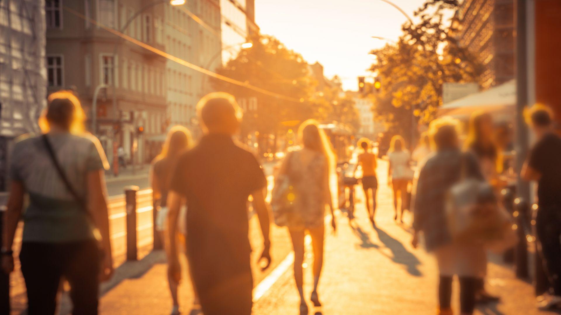 Обявиха жълт код за опасни жеги в седем области, живакът стига 38 градуса