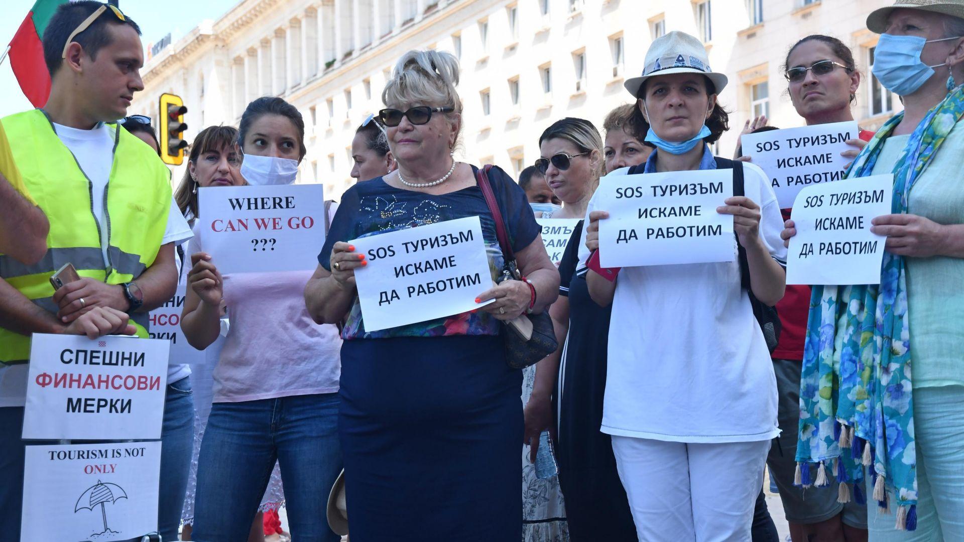И туроператорите пред Министерския съвет: На ръба на оцеляването сме! (снимки)