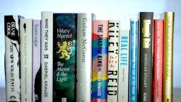 """Тринадесет писатели са номинирани за престижната награда """"Букър"""""""
