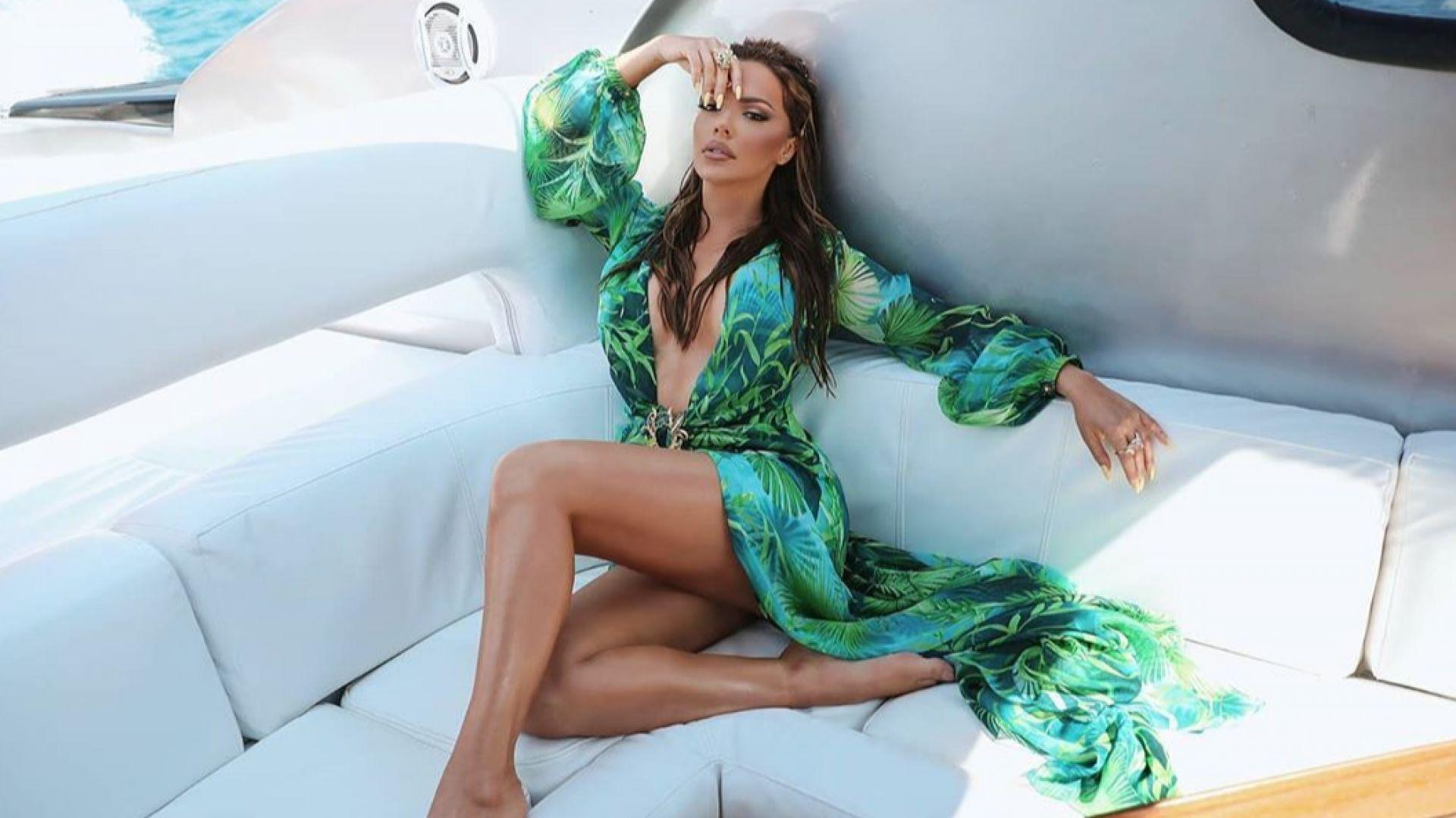Галена в култовата рокля Versace на Дженифър Лопес