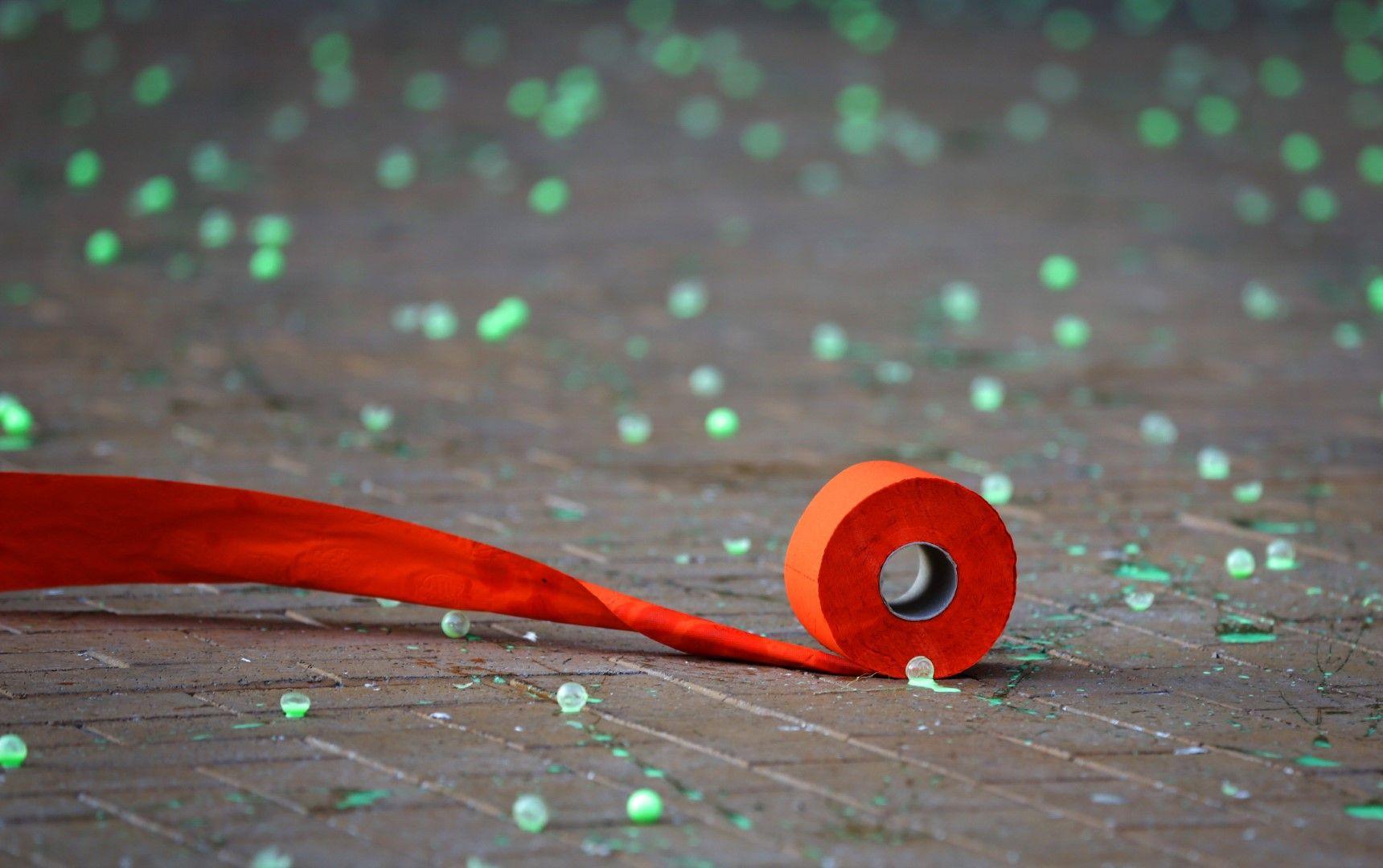 Протестиращи хвърляха по сградата на Министерския съвет зелени топчета за пейнтбол със зелена боя