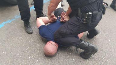 Задържаха двама бургазлии за палеж на камион в Поморие (снимки)