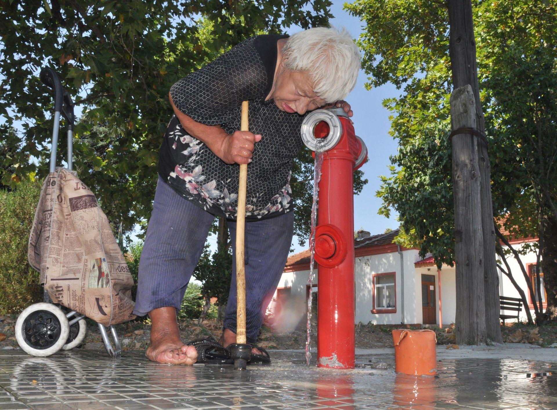 Пуснаха водата в село Златополе