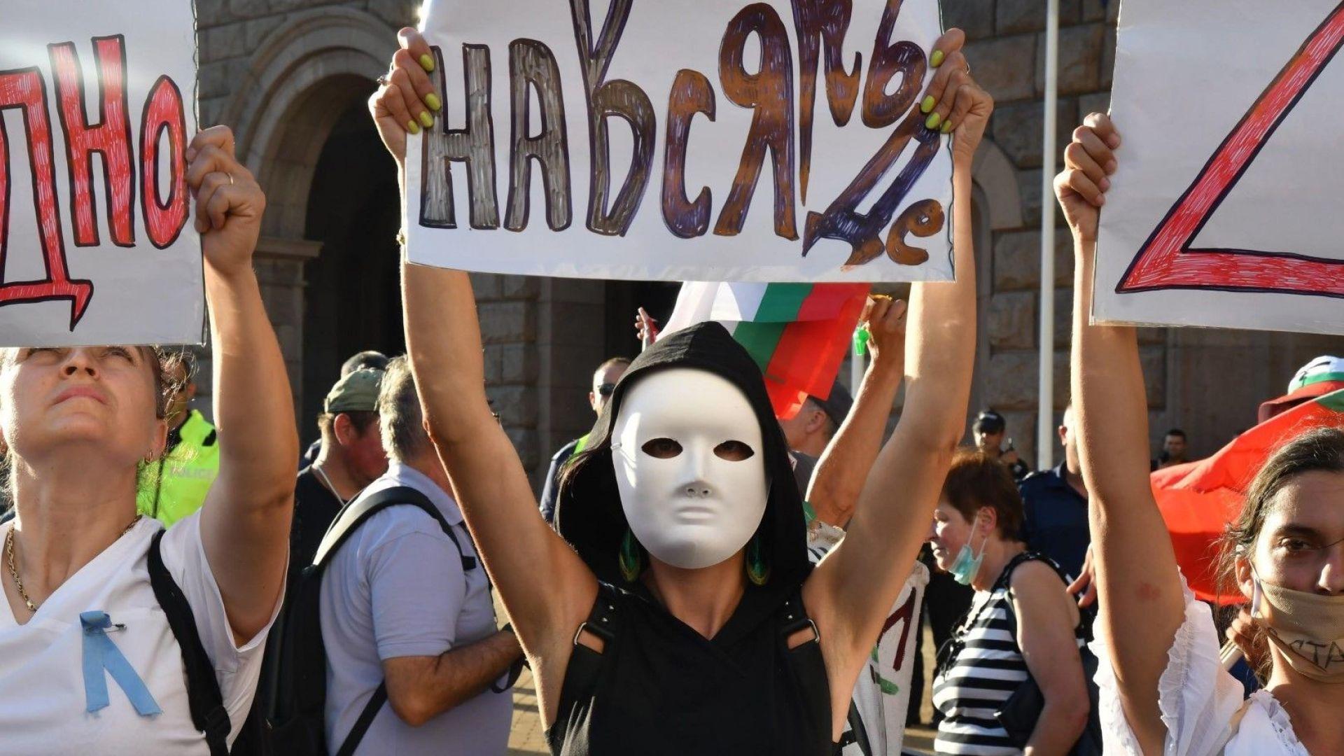 Протестиращите опъват палатки на Орлов мост и в Триъгълника на властта, събраха се хиляди