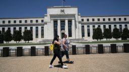 Фед запази оновната лихва, но промени прогнозите си за безработицата и инфлацията