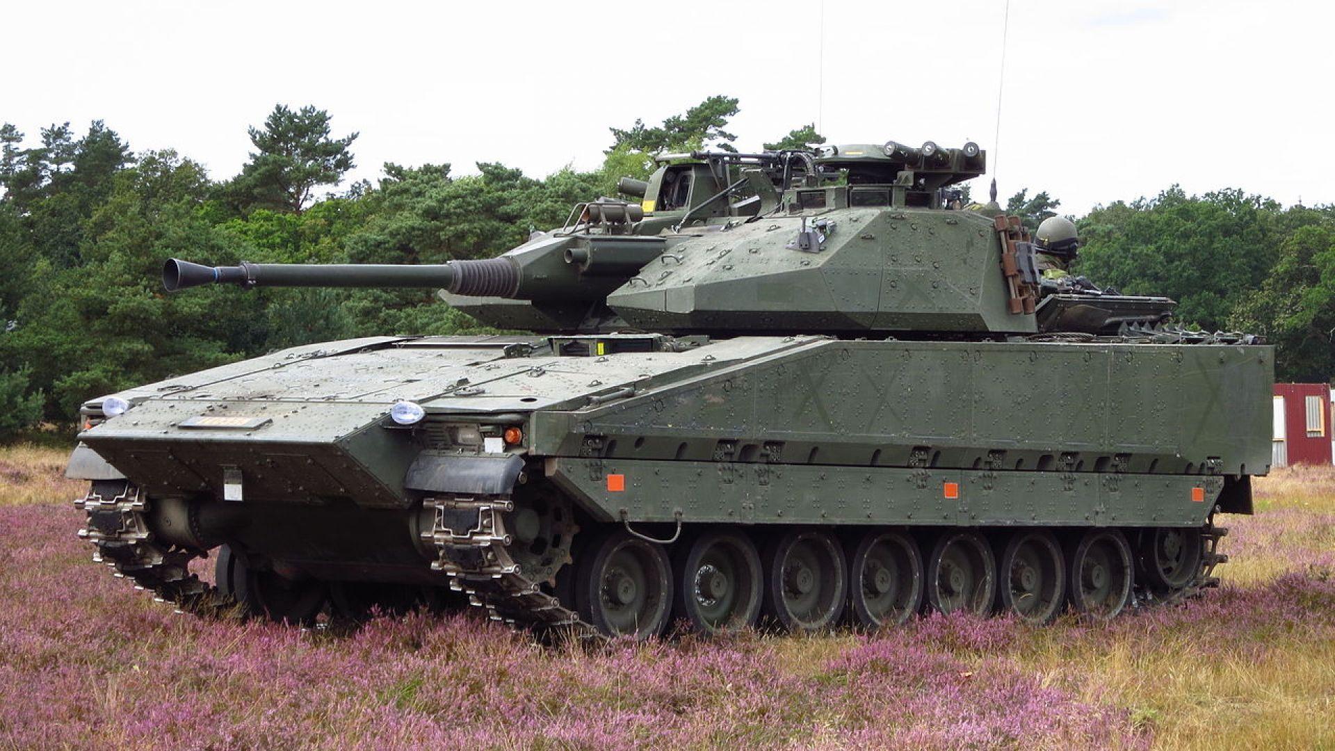 Какво знаем за хибрида между танк и БТР на Швеция