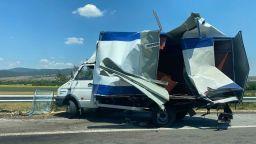 Сблъсък на два камиона затапи Тракия (снимки)