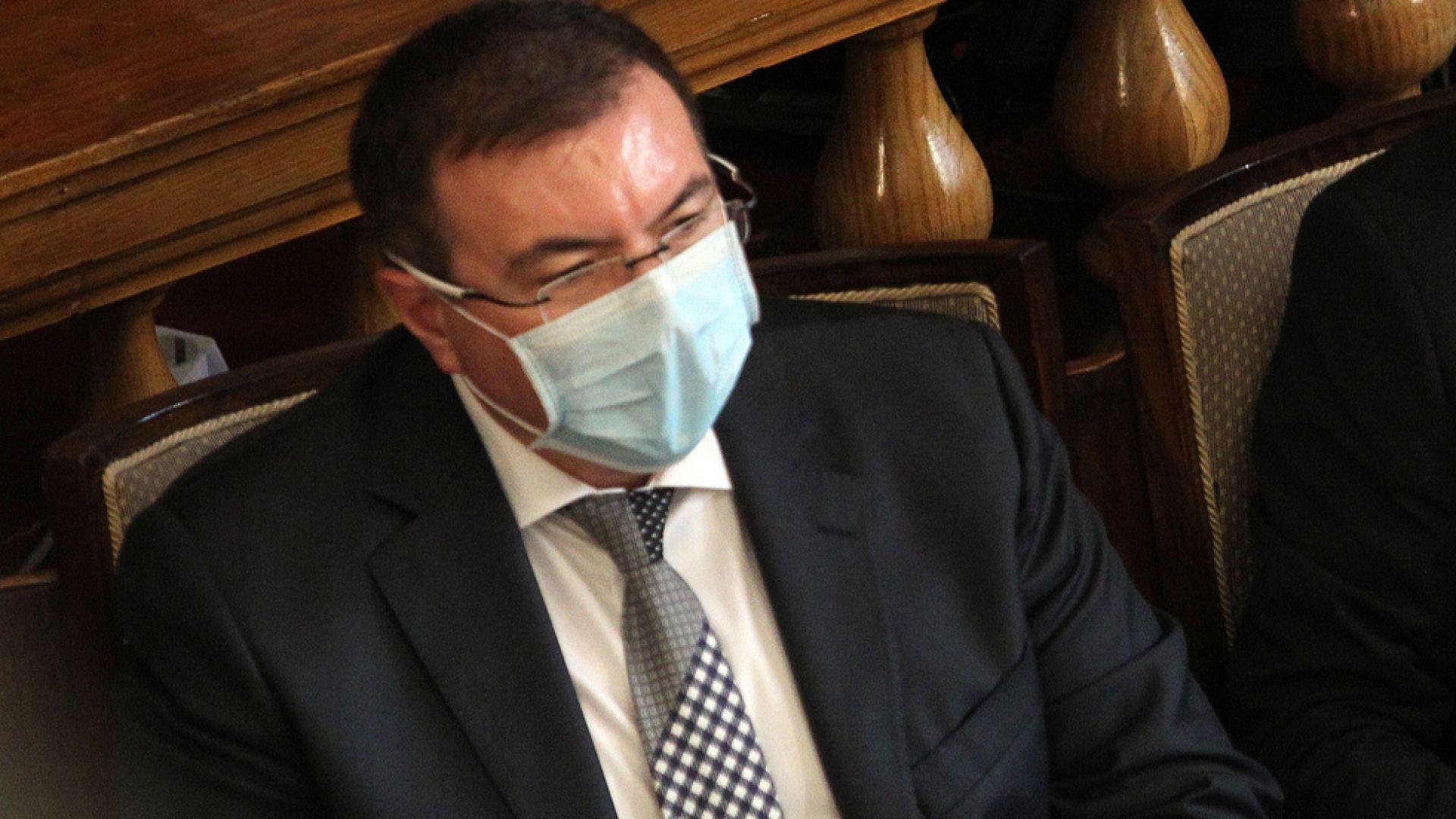 Здравният министър прогнозира втора вълна на вируса, 223 млн. лв. влизат в системата